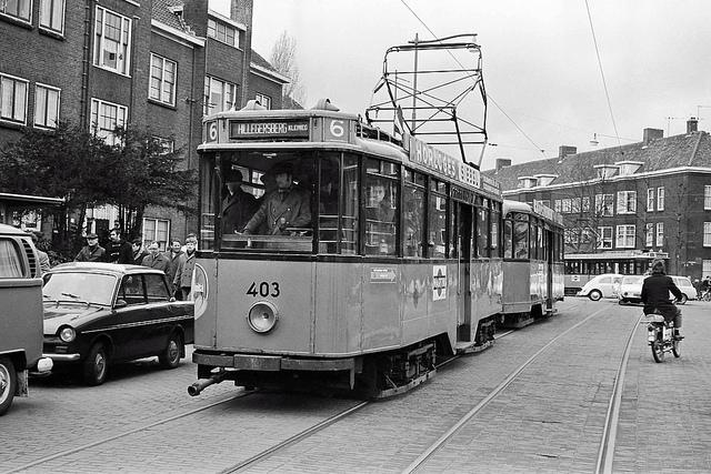 tram 403